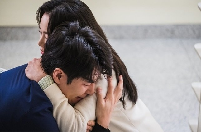 """""""Hi Bye, Mama"""": Kim Tae Hee ôm chồng khóc nức nở sau khi bị """"mợ hai"""" phát hiện chính thất chỉ là hồn ma tái sinh? - Ảnh 4."""