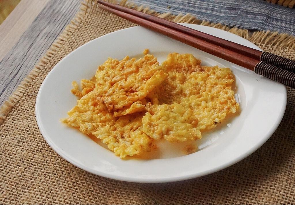 Tận dụng cơm nguội, tôi làm được món snack giòn rụm chỉ với chiếc nồi chiên không dầu - Ảnh 5.