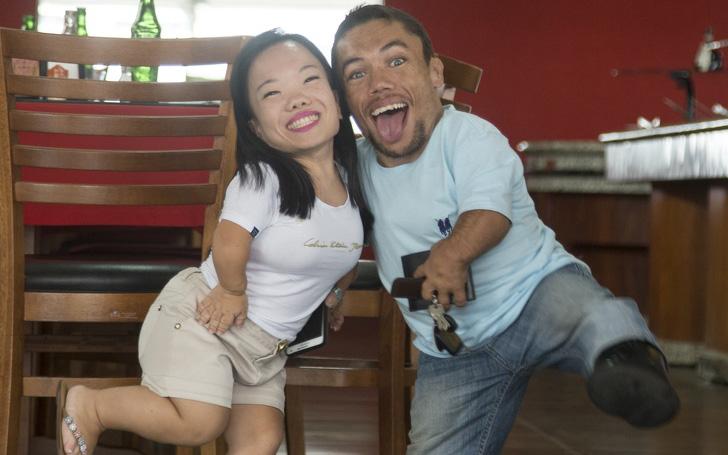 Cặp đôi nhỏ bé nhất thế giới cao chưa đầy 1m: Quen biết trên mạng, chàng bị nàng