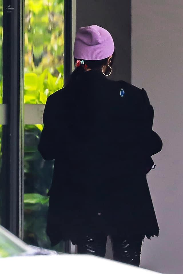 Dương Mịch đi quay show cùng Đặng Luân, đáng chú ý là mang vòng cổ, dùng dây buộc tóc của con gái?  - Ảnh 5.