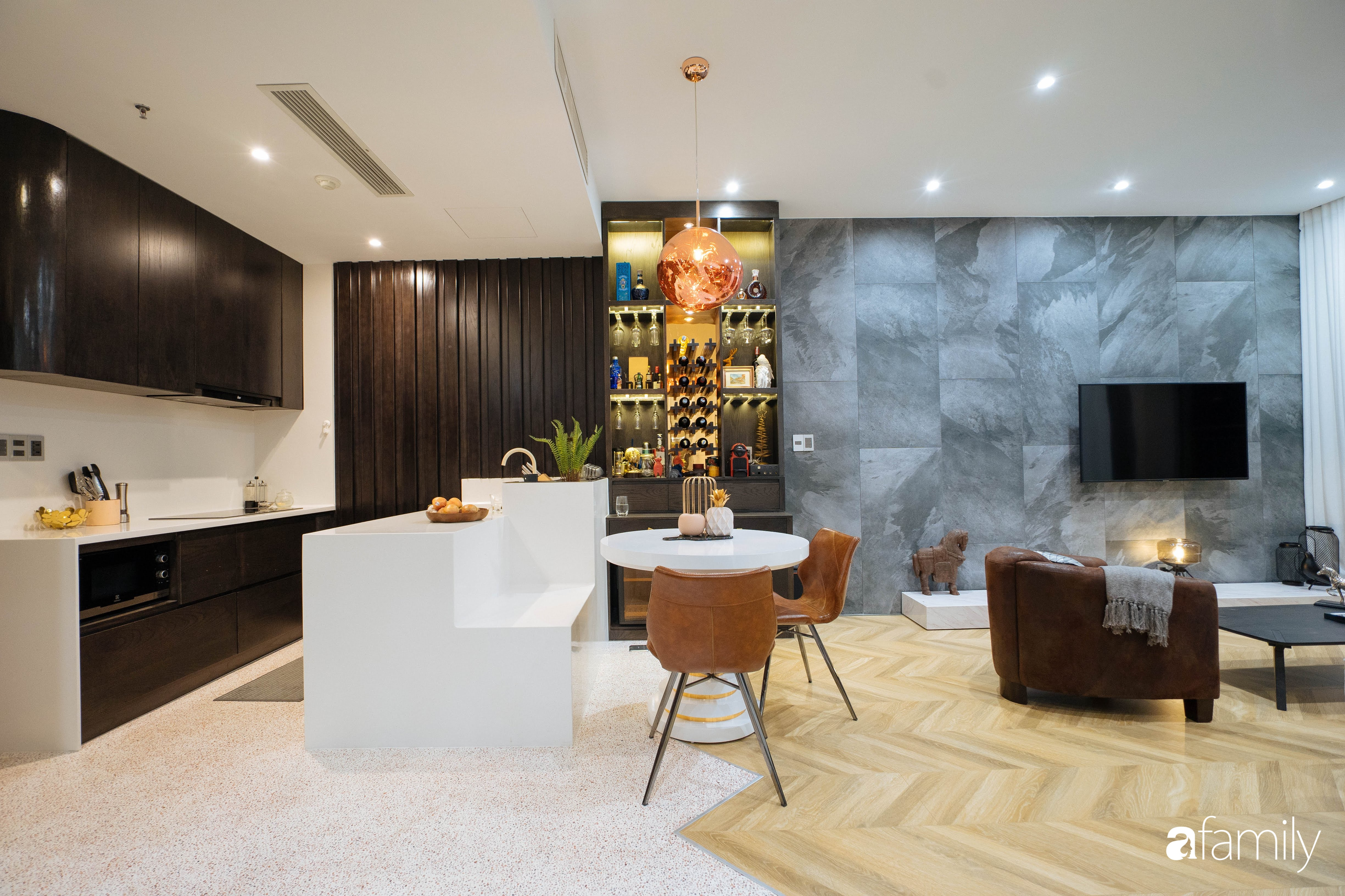 """Quyết tự tay thiết kế, trang trí căn hộ 67m²,  cho riêng mình, chàng trai Sài Gòn nhận lại sự """"trầm trồ"""" của cư dân mạng vì chi tiết này - Ảnh 3."""