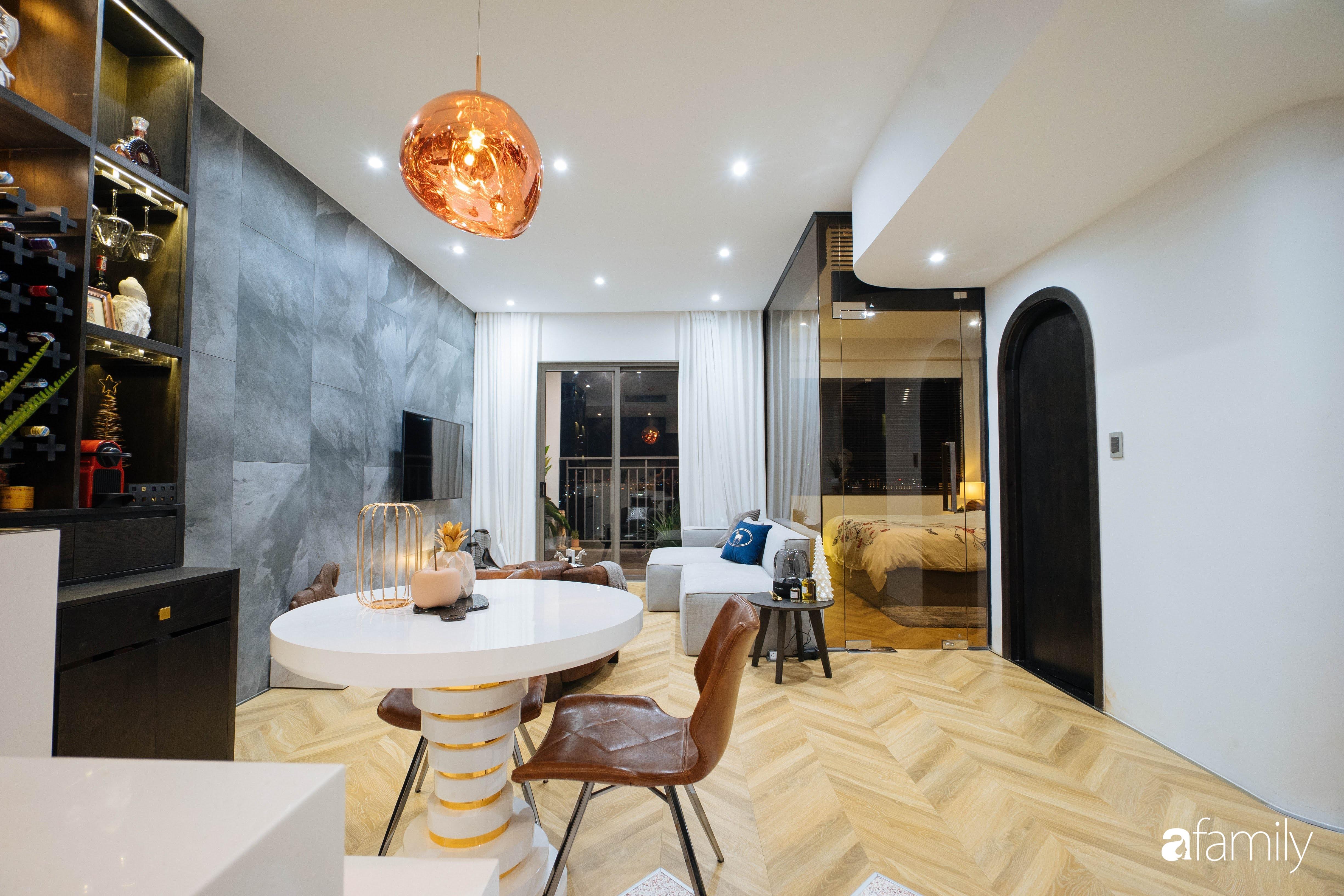 """Quyết tự tay thiết kế, trang trí căn hộ 67m²,  cho riêng mình, chàng trai Sài Gòn nhận lại sự """"trầm trồ"""" của cư dân mạng vì chi tiết này - Ảnh 1."""