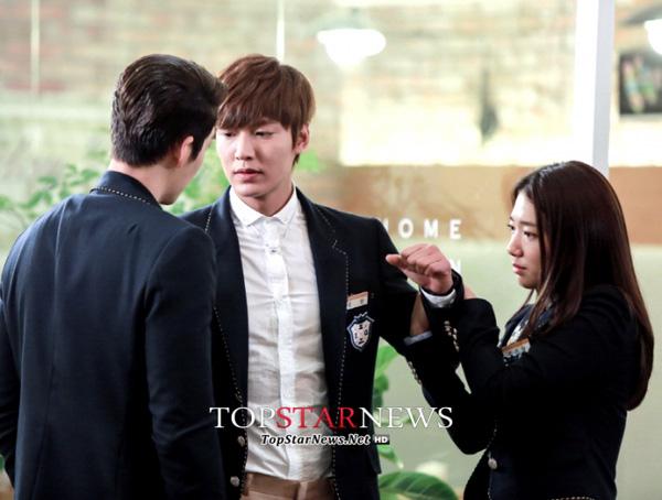 10 mối tình tay ba trong phim Hàn đáng xem mùa dịch: Reply 1988 của Park Bo Gum siêu hay,  - Ảnh 5.