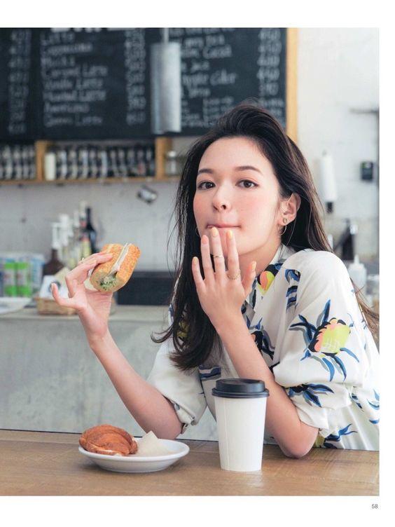 """Ở nhà mùa dịch khiến chị em dễ """"tăng ký"""", hãy thử ngay 13 cách loại bỏ cảm giác thèm ăn hiệu quả mà không phải ai cũng biết - Ảnh 1."""