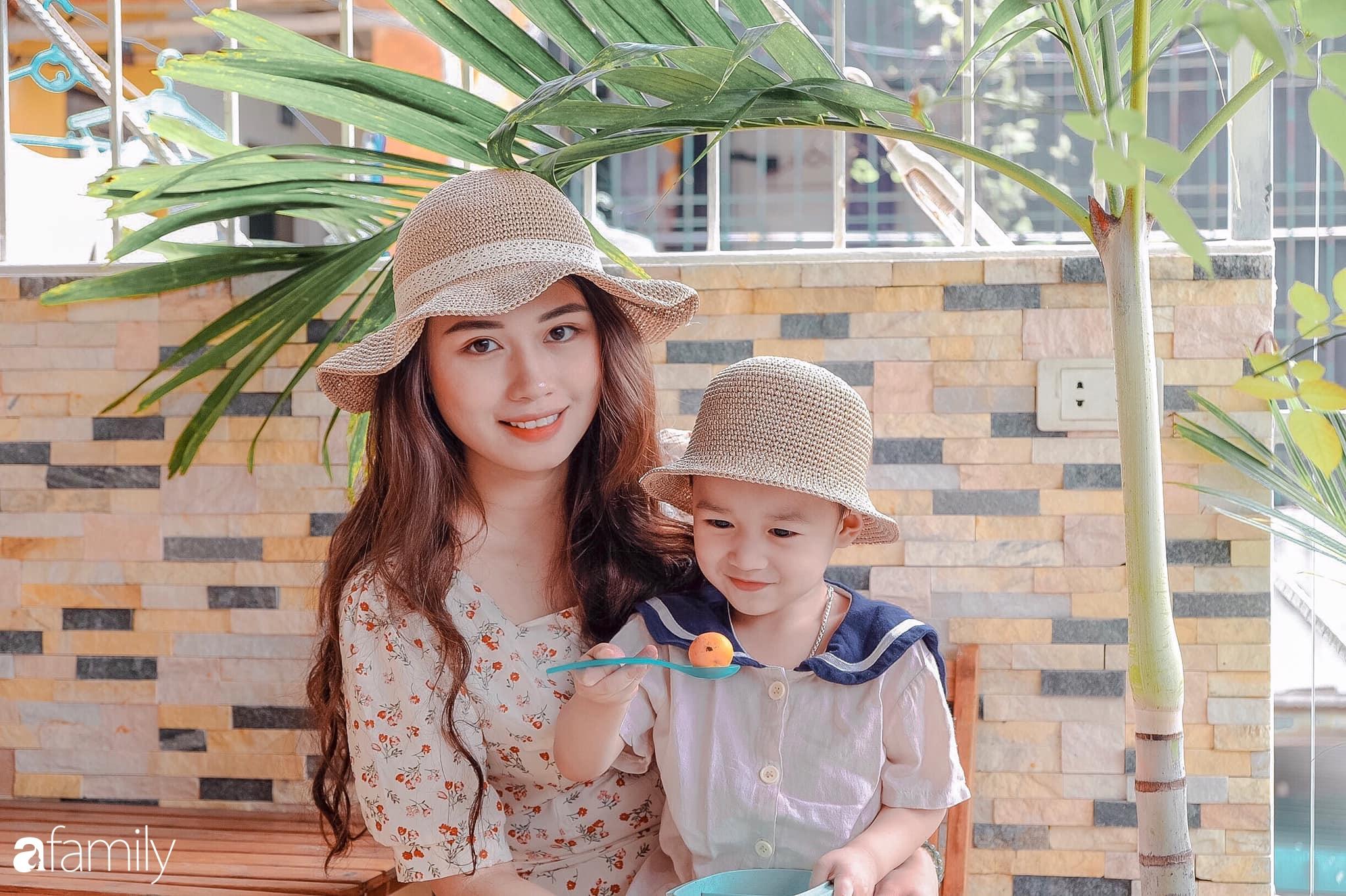 Mẹ trẻ Hà Nội kiếm tiền triệu mùa dịch nhờ móc đồ phụ kiện dễ thương cho mẹ và bé, đã xinh đẹp còn khéo léo khiến chị em mê mệt - Ảnh 1.
