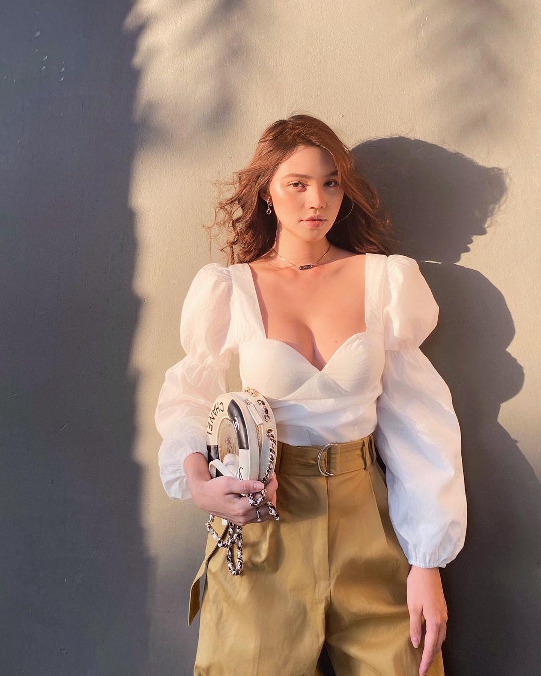 Kiểu áo vừa sexy vừa sang chảnh đang được các quý cô châu Á thi nhau diện, bạn còn chưa update thì thật có lỗi với tủ đồ - Ảnh 3.