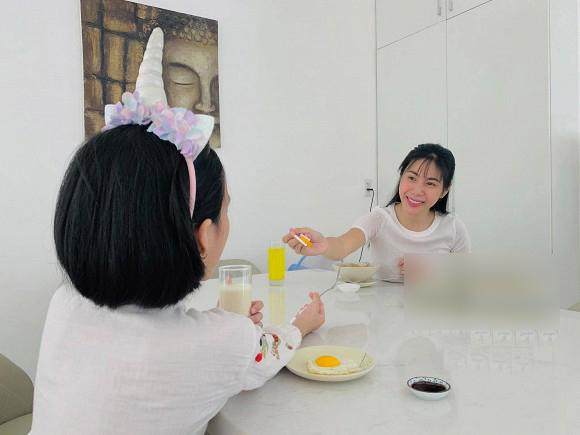 """Thủy Tiên kể chuyện Bánh Gạo được """"di truyền"""" sở thích đặc biệt của mẹ, tiết lộ lý do không bao giờ công khai mặt con gái  - Ảnh 2."""