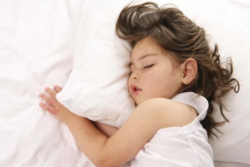 Cảnh báo nguy cơ rối loạn thở trong khi ngủ ở trẻ - Ảnh 2.