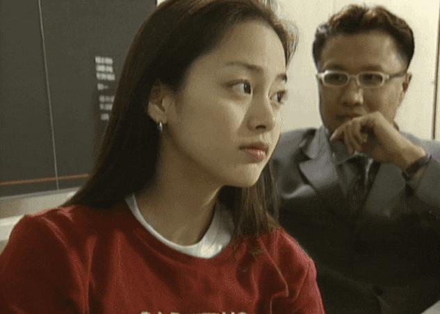 """Hình ảnh thời đại học của Kim Tae Hee bất ngờ được """"đào mộ"""", đúng là xứng danh nữ thần Kbiz - Ảnh 2."""