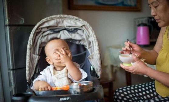 Con trai đã 1 tuổi nhưng đêm nào cũng khóc suốt, biết nguyên nhân, người mẹ đã rất hối hận vì để con cho mẹ chồng chăm - Ảnh 1.