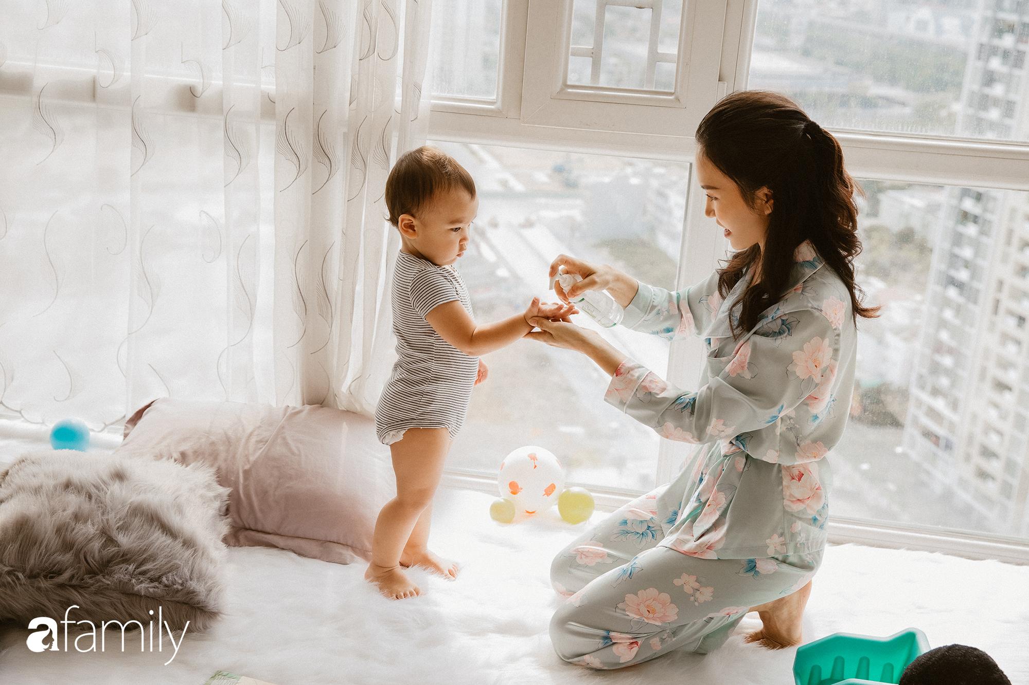 """Hot mom và nữ CEO chia sẻ cuộc sống sau gần 1 tháng cách ly """"thông minh"""" tại nhà cùng con nhỏ và sự chuẩn bị để trở lại cuộc sống hậu dịch - Ảnh 1."""