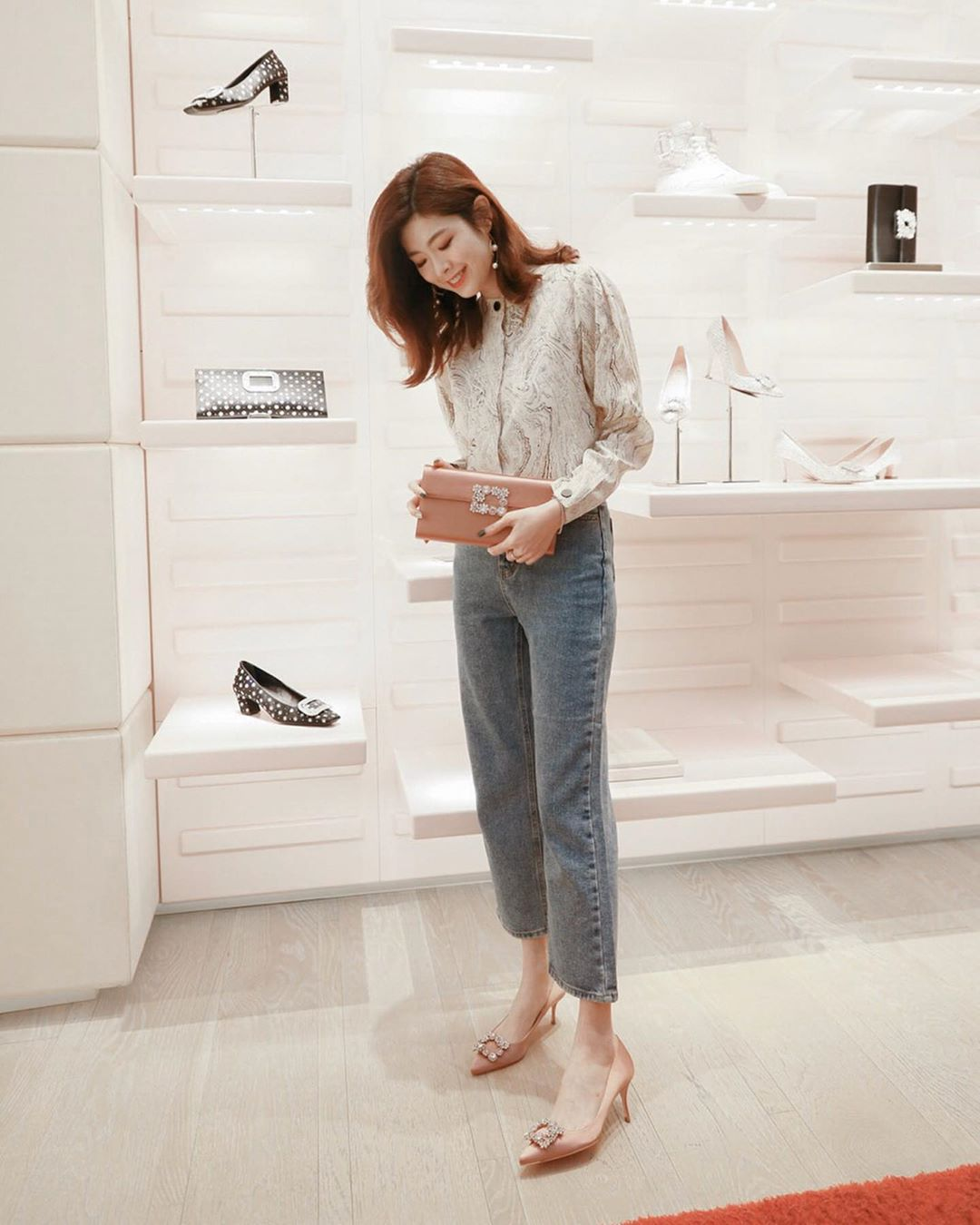 """Ngắm bộ ảnh xuất thần của """"tiểu tam"""" Thế Giới Hôn Nhân, sành mốt đến mấy thì nàng công sở cũng phải công nhận combo blouse +  jeans luôn là tuyệt nhất - Ảnh 5."""