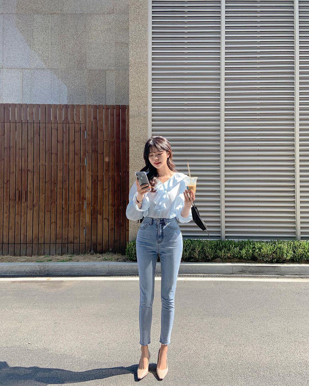 Quý cô chuyên diện quần skinny jeans gợi ý 3 kiểu giày dép kết hợp siêu ăn ý, lại còn kéo chân dài vô địch - Ảnh 8.