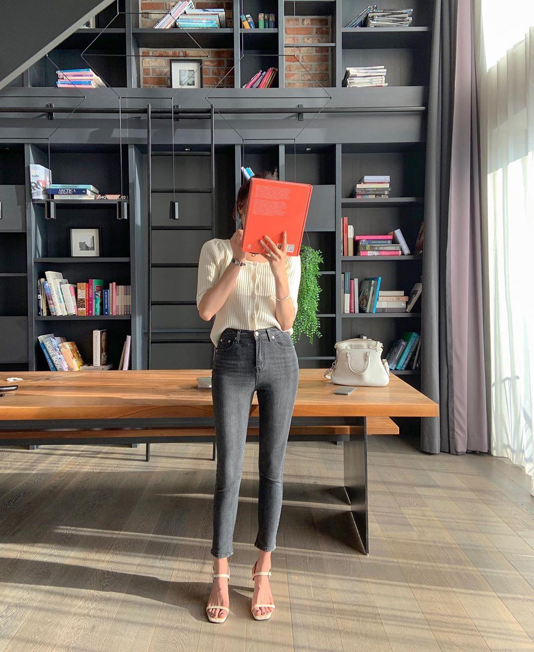 Quý cô chuyên diện quần skinny jeans gợi ý 3 kiểu giày dép kết hợp siêu ăn ý, lại còn kéo chân dài vô địch - Ảnh 5.