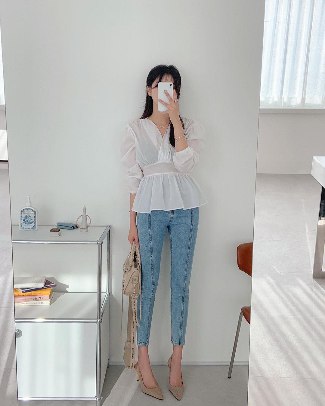Quý cô chuyên diện quần skinny jeans gợi ý 3 kiểu giày dép kết hợp siêu ăn ý, lại còn kéo chân dài vô địch - Ảnh 10.