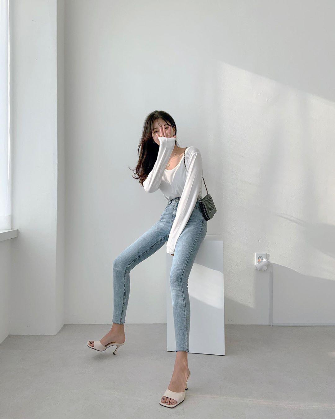 Quý cô chuyên diện quần skinny jeans gợi ý 3 kiểu giày dép kết hợp siêu ăn ý, lại còn kéo chân dài vô địch - Ảnh 3.