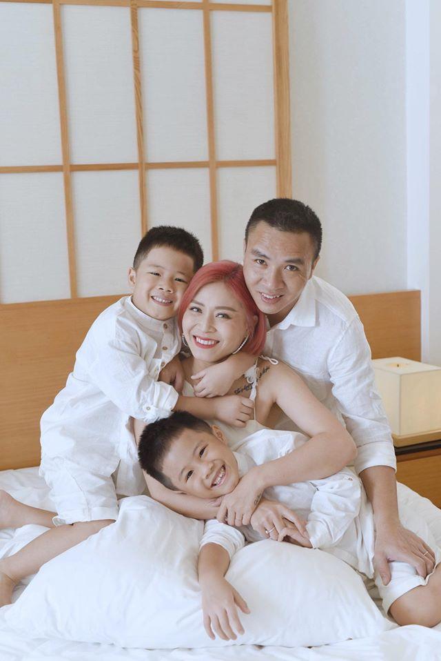 """MC Hoàng Linh than phát rồ vì dạy con học, """"bao nhiêu yêu thương vun vén đến giờ học là sứt mẻ hết"""" - Ảnh 3."""
