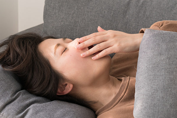 Người phụ nữ 36 tuổi tử vong vì nhồi máu não, bác sĩ lên tiếng cảnh báo 3 bất thường trong cơ thể báo hiệu bệnh mà rất nhiều người làm ngơ - Ảnh 2.