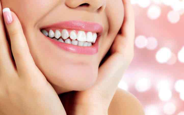 Không đến phòng khám nha khoa thời điểm này, bạn vẫn có thể dễ dàng giữ trắng răng theo lời khuyên của chuyên gia