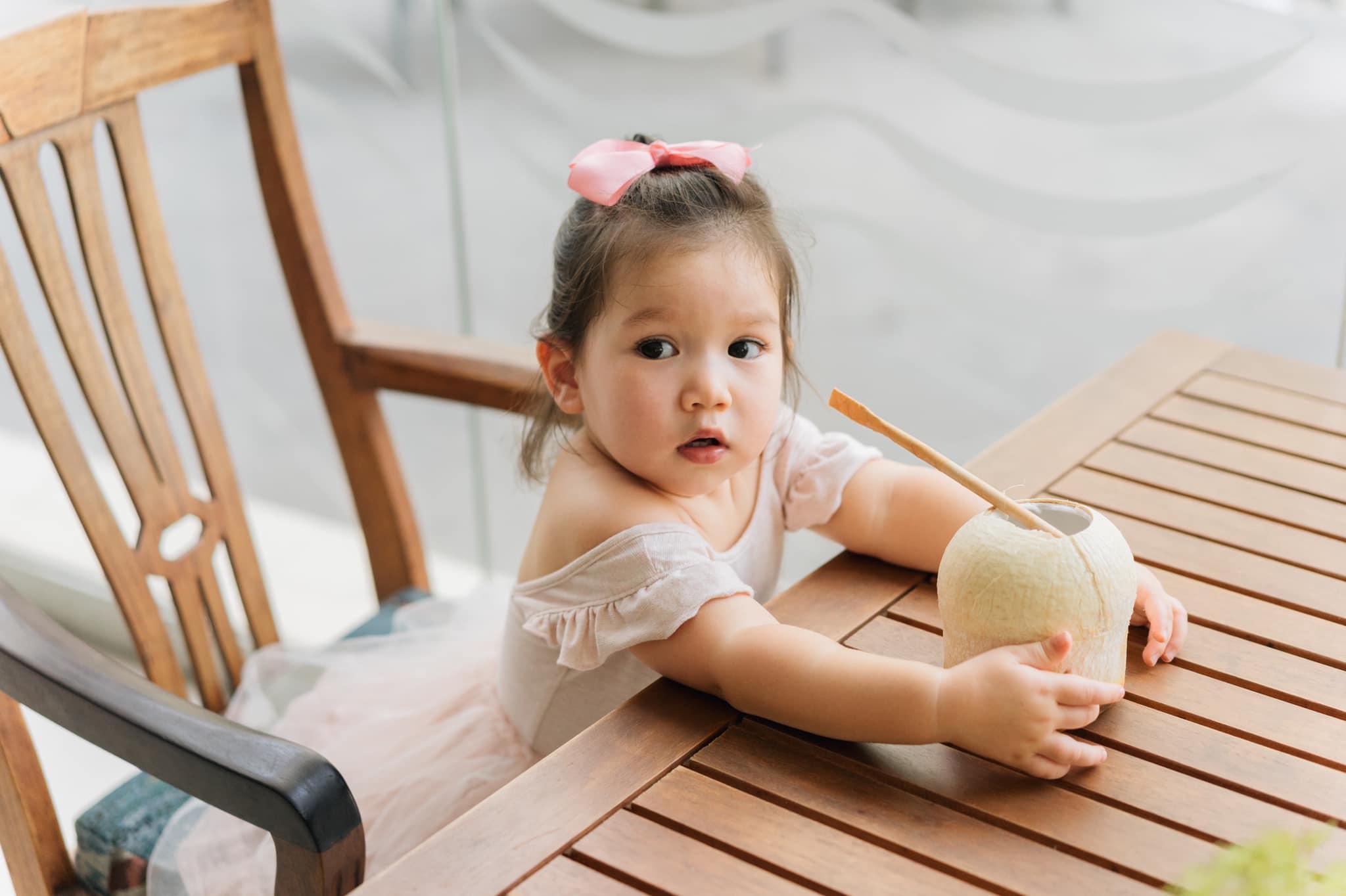 """Cuộc sống mùa dịch của các hot mom: Hằng Túi chỉ thích ra vườn chơi đùa với con, siêu mẫu Hà Anh tận hưởng kỳ """"du lịch tại gia"""" sang chảnh - Ảnh 25."""