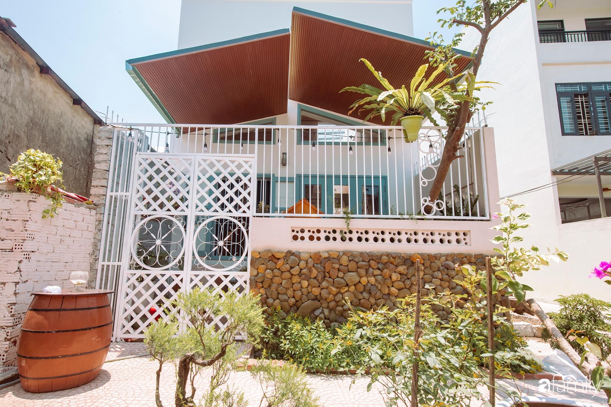 Ngôi nhà 80m² được xây dựng từ những ký ức tuổi thơ yên bình ở thành phố biển Đà Nẵng - Ảnh 1.