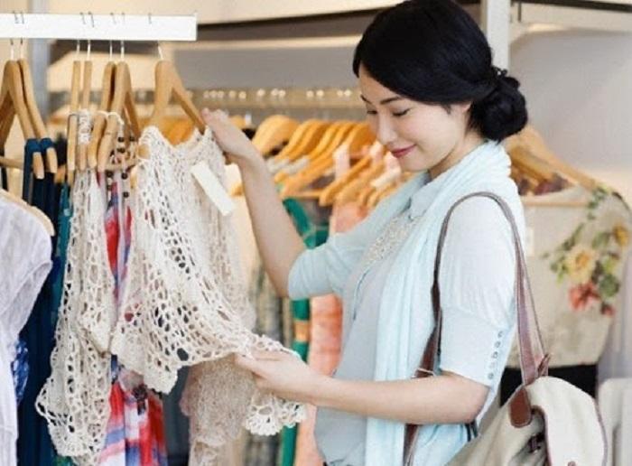 """Nghe chị em rỉ tai nhau bí quyết cách mua quần áo rẻ mà đẹp khiến nhiều người giật mình nhận ra không ít lần mua đồ bị """"hớ"""" - Ảnh 2."""
