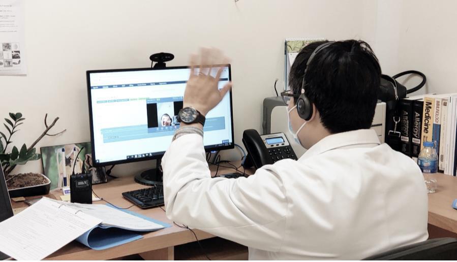Vinmec triển khai dịch vụ chăm sóc sức khỏe từ xa trong mùa dịch bệnh Covid 19 - Ảnh 1.