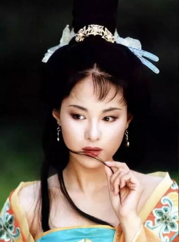 Vì sợ Triệu Vy mà mỹ nữ này phải đổi tên, gây tiếc nuối vì bỏ loạt phim đình đám để lấy chồng là hậu duệ Càn Long  - Ảnh 4.