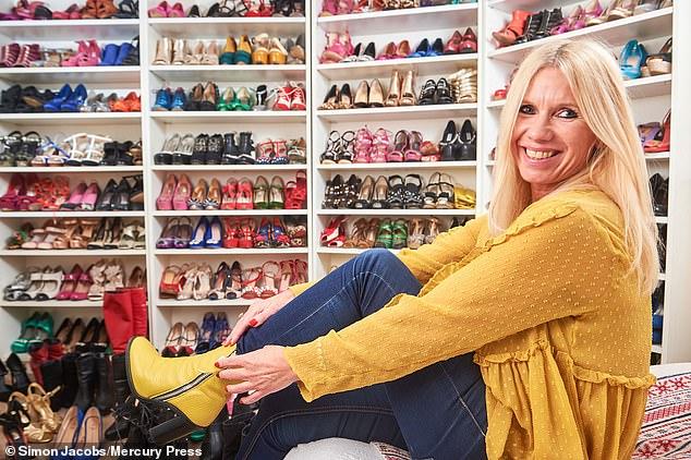 Người phụ nữ 51 tuổi diện cao gót mỗi ngày làm việc tại nhà tiết lộ tủ giày 500 đôi trị giá hơn 700 triệu đồng - Ảnh 1.