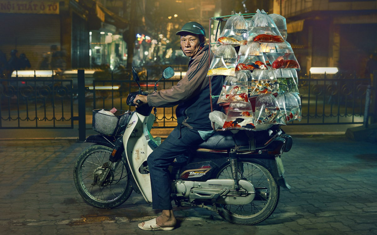 Vượt qua 36.000 tác phẩm, bức ảnh chụp xe bán cá cảnh rong ở Việt Nam chiến thắng giải thưởng nhiếp ảnh lớn ở Mỹ
