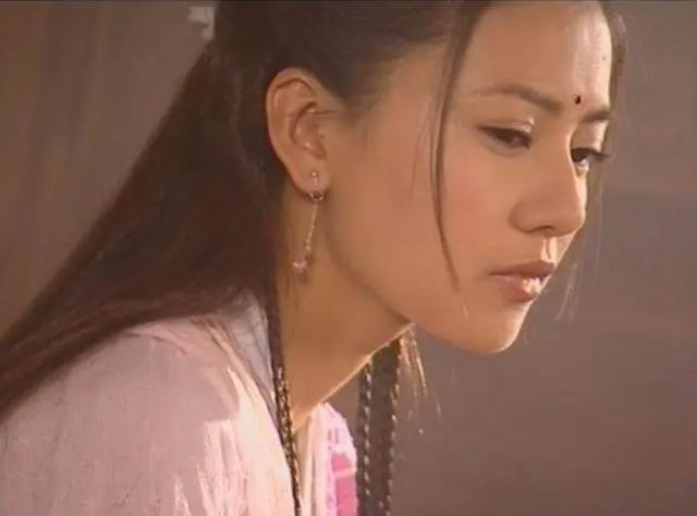 """Đường Yên - Angelababy - Dương Mịch bị chê mặt đẹp như hoa nhưng diễn tệ, vợ Triệu Hựu Đình cũng """"lọt hố"""" đơ cứng - Ảnh 9."""