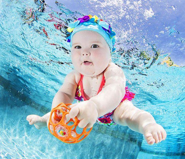 Đừng ném một em bé xuống bể bơi xong gọi đó là học bơi sinh tồn - Ảnh 1.