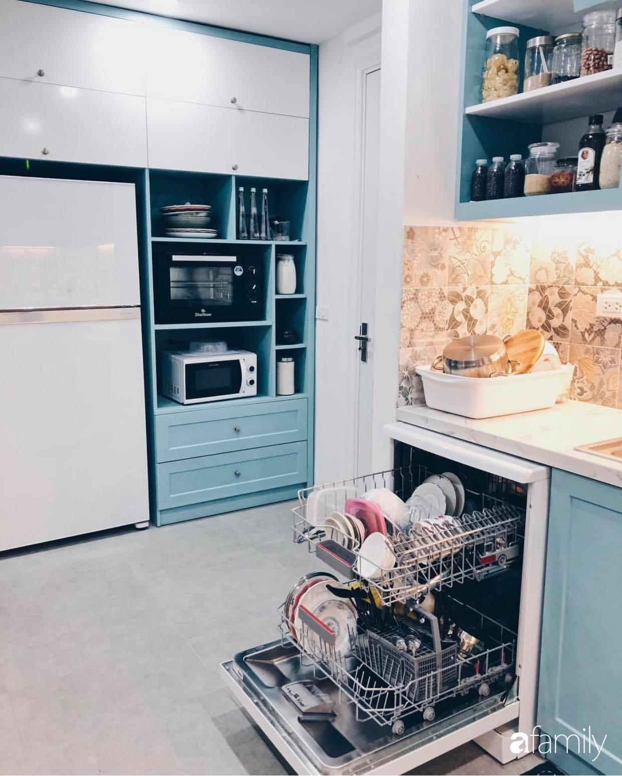 Căn hộ 145m² được décor ấn tượng với điểm nhấn màu xanh ngọc cùng tranh treo tường từ người phụ nữ yêu gia đình ở Hà Nội - Ảnh 13.
