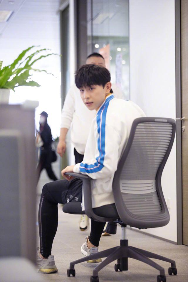 """""""Âm Dương Sư"""": Đặng Luân mặc """"hở hang"""" đóng phim với Triệu Hựu Đình, còn ai nhận ra mỹ nam vạn người mê - Ảnh 12."""