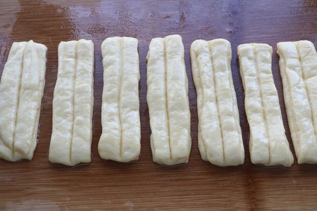 Tự làm bánh trứng sữa chiên xốp mềm thơm ngọt - Ảnh 3.