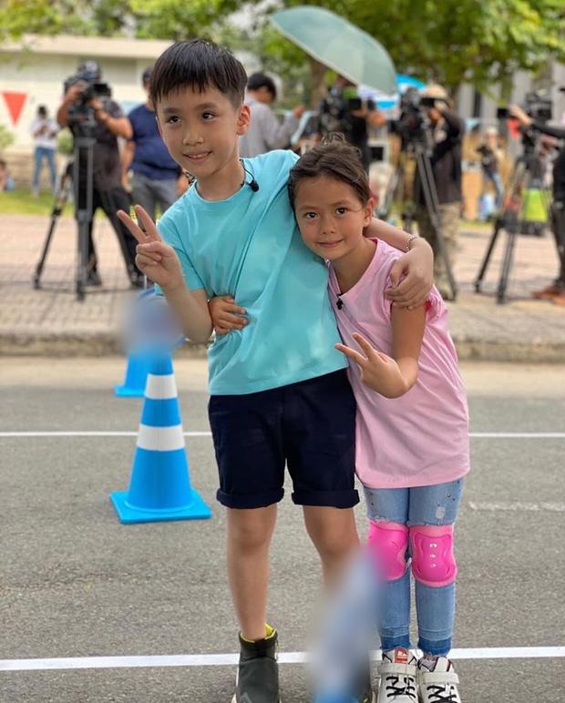 """Con gái Đoan Trang bám riết con trai Thu Trang - Tiến Luật, bố mẹ 2 nhà còn kịch liệt """"đẩy thuyền"""" - Ảnh 7."""