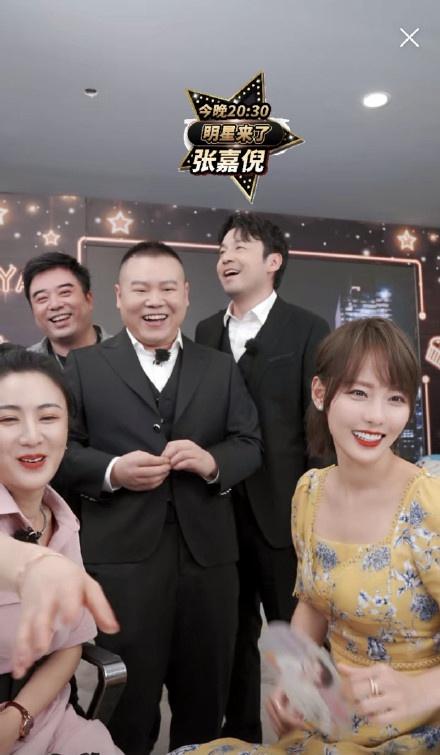 Livestream cho show thực tế, Đặng Luân xấu hổ vì hát quên lời vậy mà vẫn khiến fan u mê vì quá đẹp trai  - Ảnh 7.