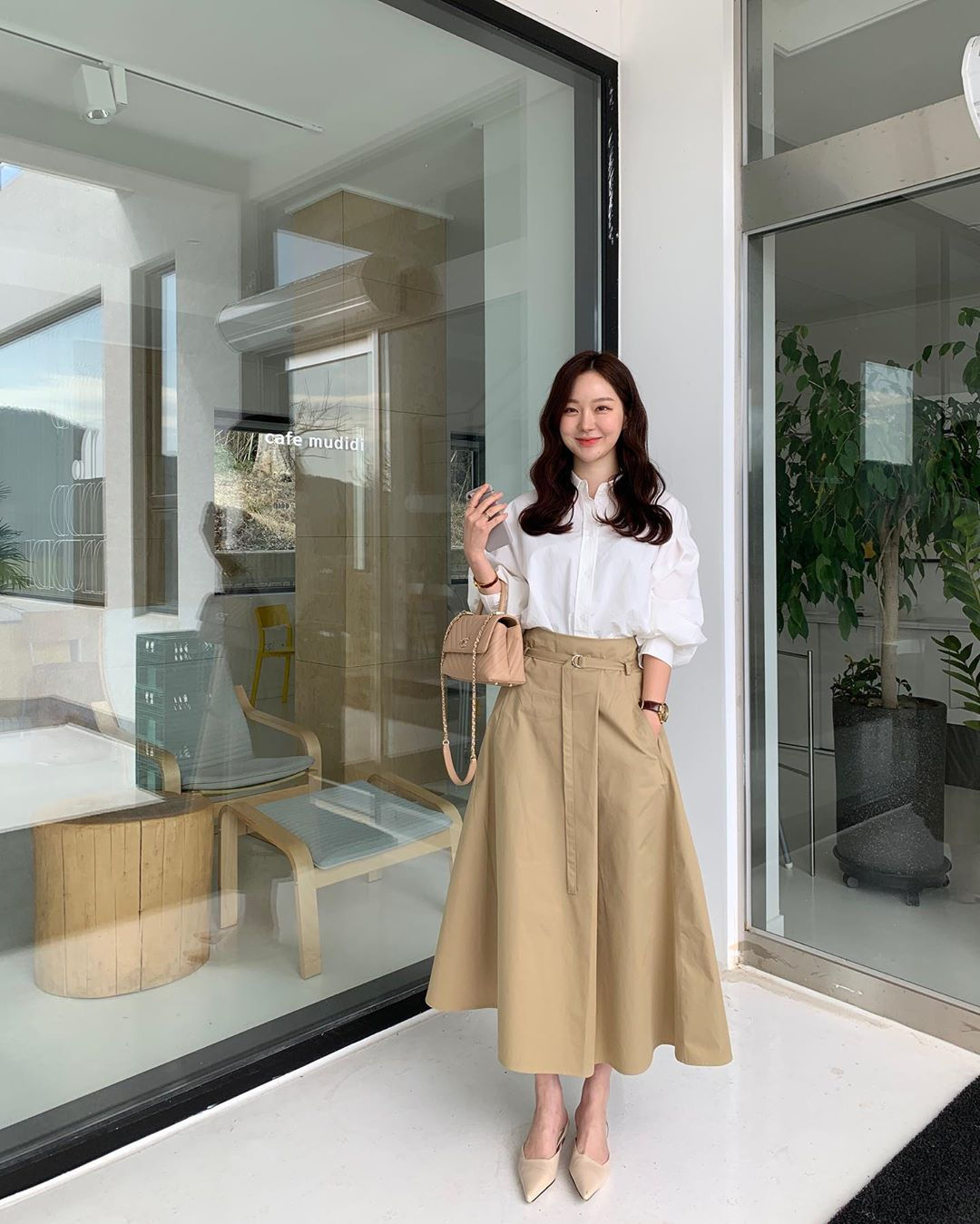 10 cách diện chân váy dài + áo trắng giúp nàng công sở luôn đẹp quanh năm suốt tháng trong mắt đồng nghiệp - Ảnh 9.
