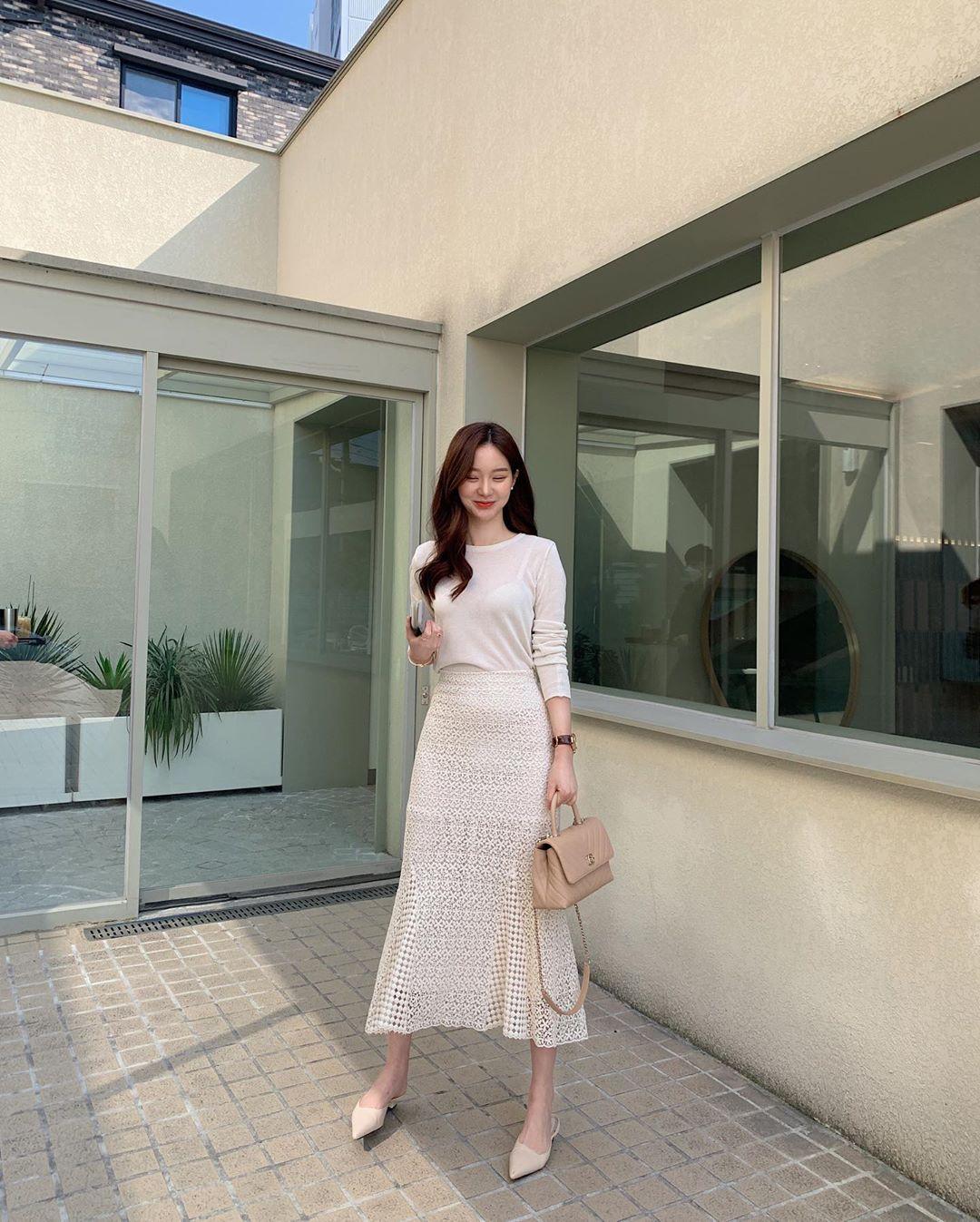 10 cách diện chân váy dài + áo trắng giúp nàng công sở luôn đẹp quanh năm suốt tháng trong mắt đồng nghiệp - Ảnh 10.