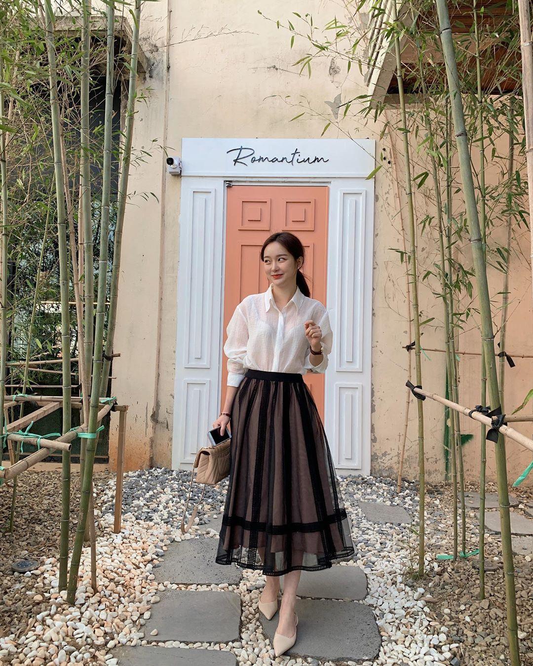 10 cách diện chân váy dài + áo trắng giúp nàng công sở luôn đẹp quanh năm suốt tháng trong mắt đồng nghiệp - Ảnh 8.