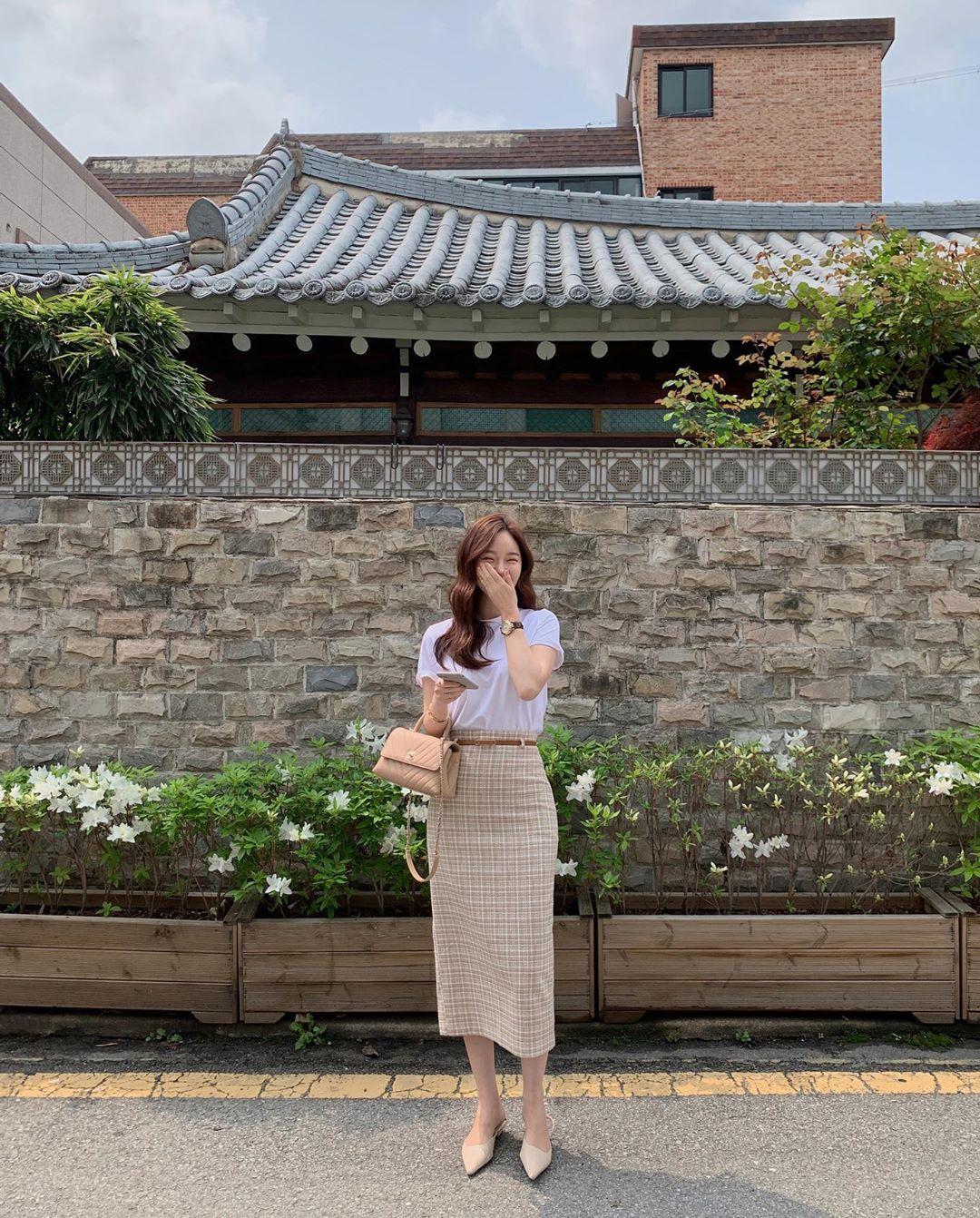 10 cách diện chân váy dài + áo trắng giúp nàng công sở luôn đẹp quanh năm suốt tháng trong mắt đồng nghiệp - Ảnh 1.