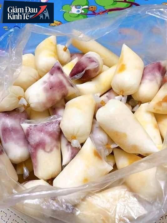 Sữa chua hoa quả đủ vị chỉ 15-25 ngàn đồng/kg bán ngập chợ mạng, tiểu thương ngày bán cả ngàn túi - Ảnh 2.