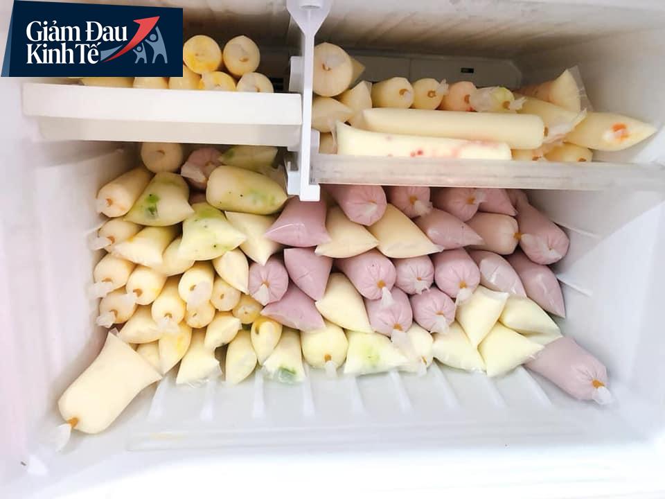 Sữa chua hoa quả đủ vị chỉ 15-25 ngàn đồng/kg bán ngập chợ mạng, tiểu thương ngày bán cả ngàn túi - Ảnh 6.