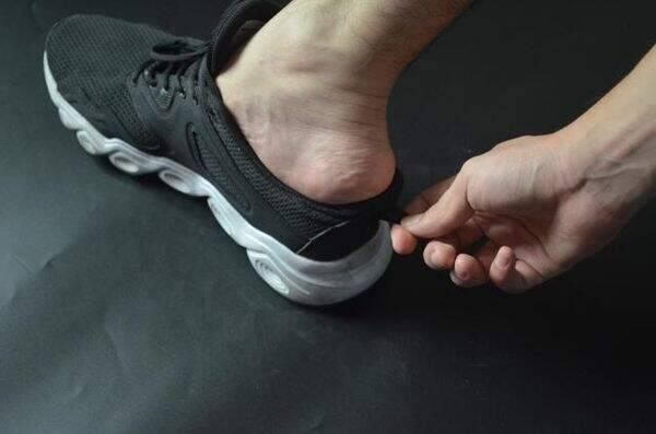 """Đi giày thể thao cả chục năm nhưng giờ tôi mới phát hiện 3 sự thật """"ngã ngửa"""" về chi tiết mẩu dây phía sau gót - Ảnh 2."""