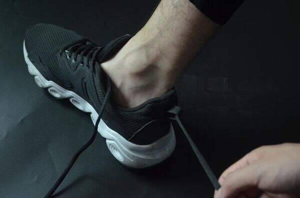 """Đi giày thể thao cả chục năm nhưng giờ tôi mới phát hiện 3 sự thật """"ngã ngửa"""" về chi tiết mẩu dây phía sau gót - Ảnh 4."""
