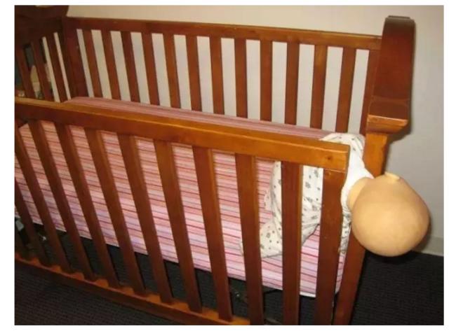 Từ vụ bé 3 tháng tuổi qua đời trong cũi: Chọn cũi cho trẻ phải lưu ý những điều này - Ảnh 3.