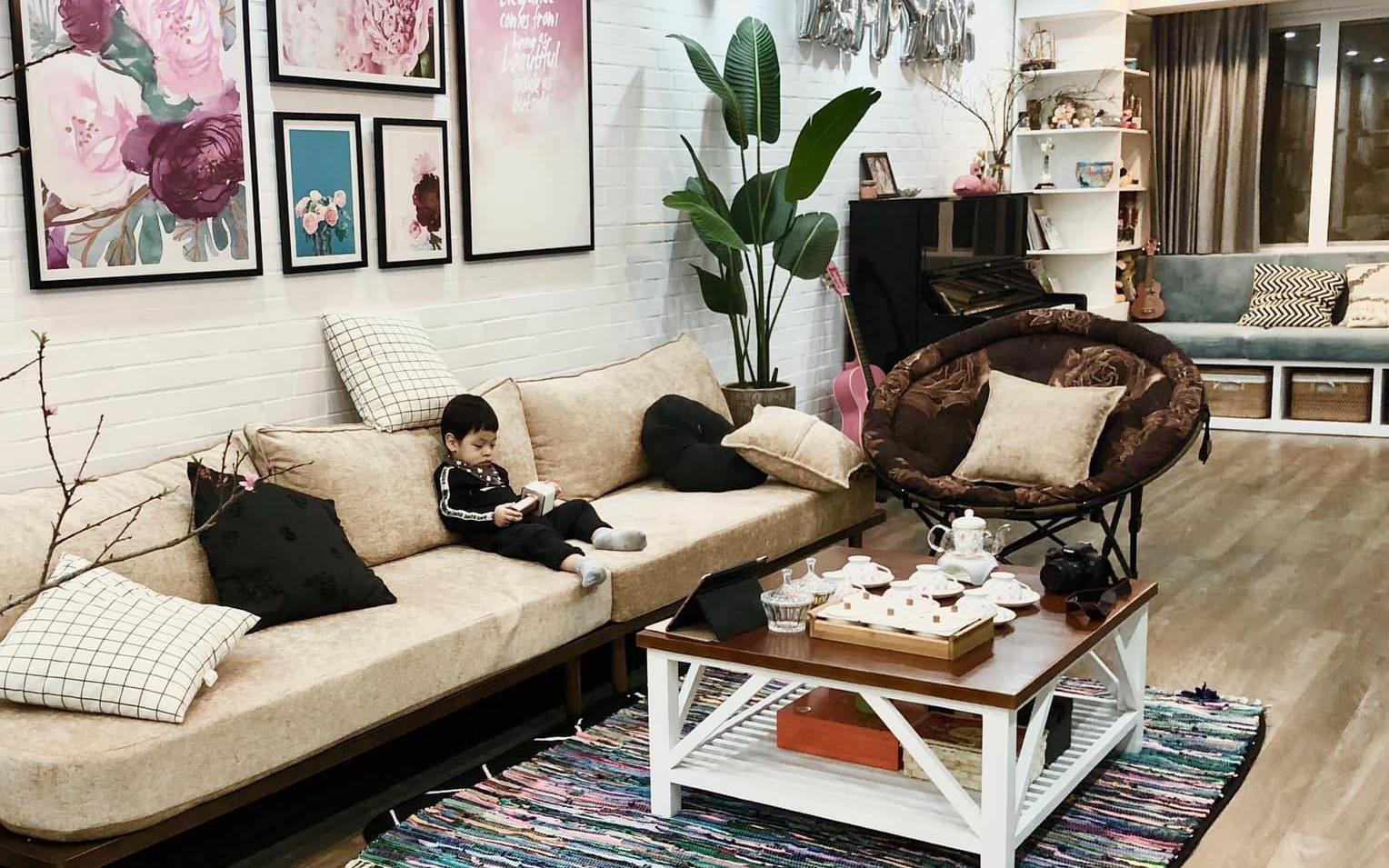 Căn hộ 145m² được décor ấn tượng với tranh ảnh treo tường vừa tiết kiệm vừa đẹp bất ngờ