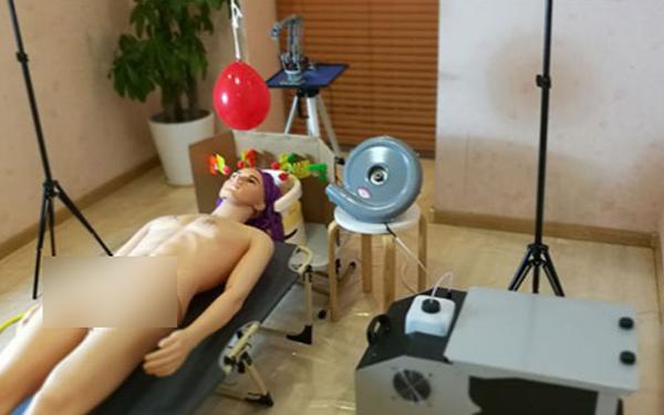 """Chồng tâm lý sáng chế máy gội đầu kiêm massage cho bà xã, nhưng lúc thực nghiệm lại khiến dân mạng hoang mang: """"Chị vợ phải dũng cảm lắm mới dám sử dụng"""" - Ảnh 10."""