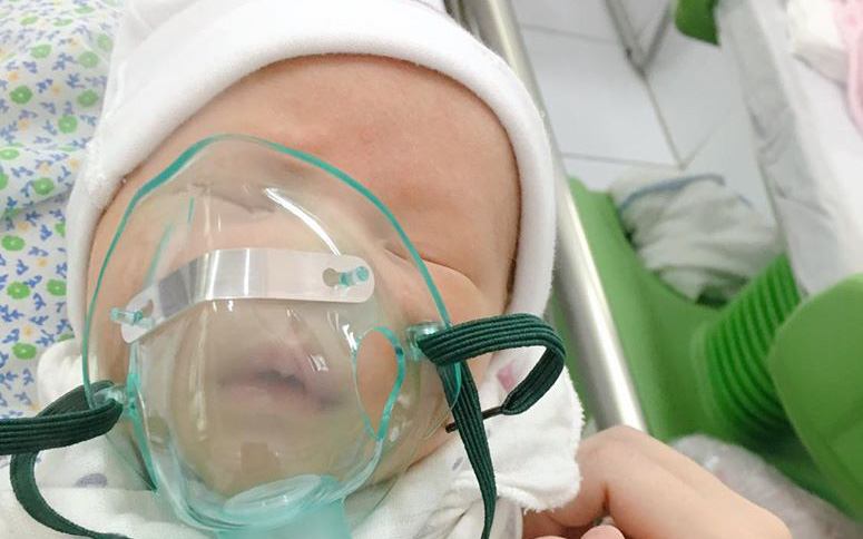 Bé 7 ngày tuổi đã nhập viện vì nhiễm virus RSV