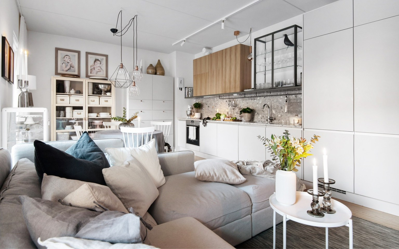 Căn hộ 54m² được nhiều người yêu thích nhờ cách bố trí hợp lý, lựa chọn nội thất ấn tượng
